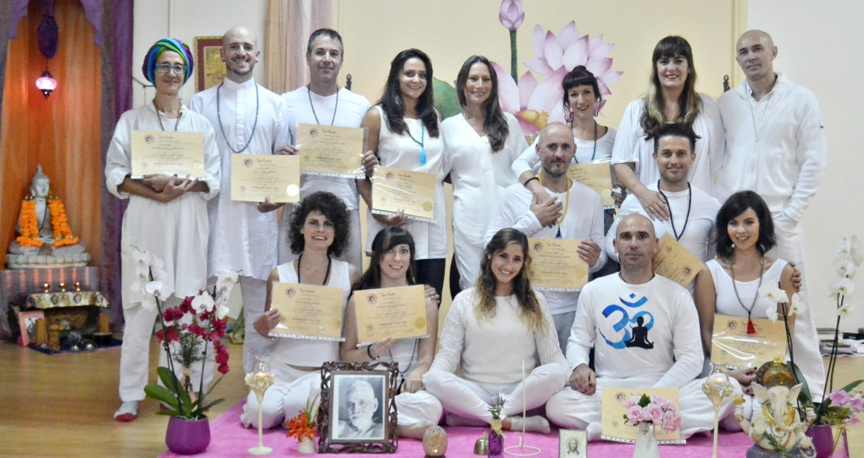 curso intensivo formación profesores yoga en Málaga